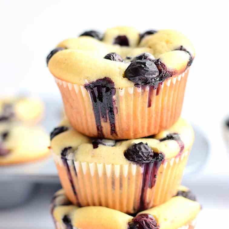 Soft and Moist Blueberry Muffins