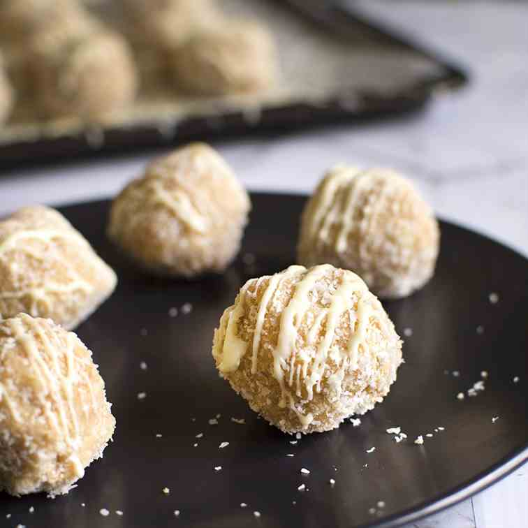 No-bake Christmas Snowballs