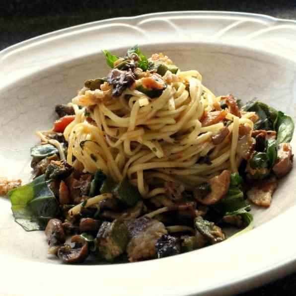 Linguine with okra, bacon and mushrooms