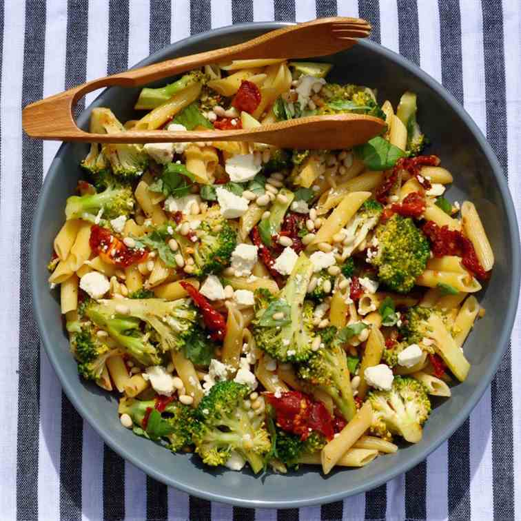Penne with Broccoli, Garlic and Tomatoes