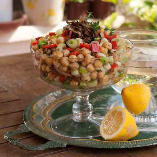 Chickpea salad with Florina peppers and ar