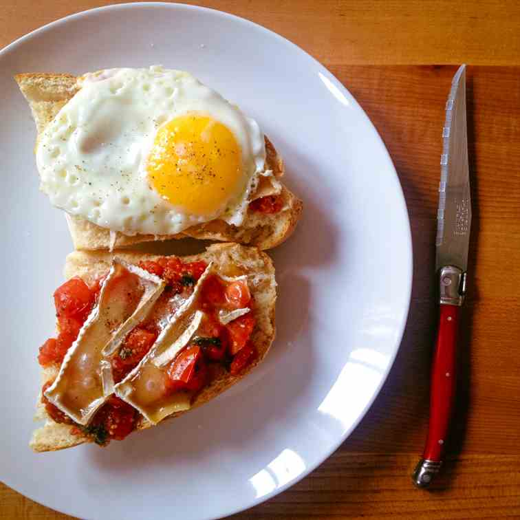 Tomato breakfast tartine