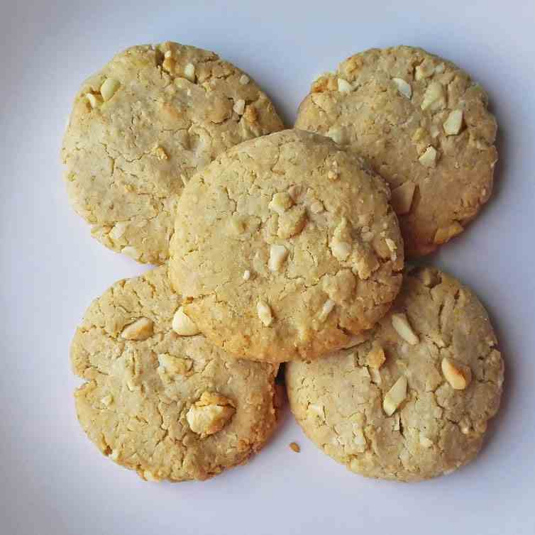Crispy Honey Cookies With Nuts