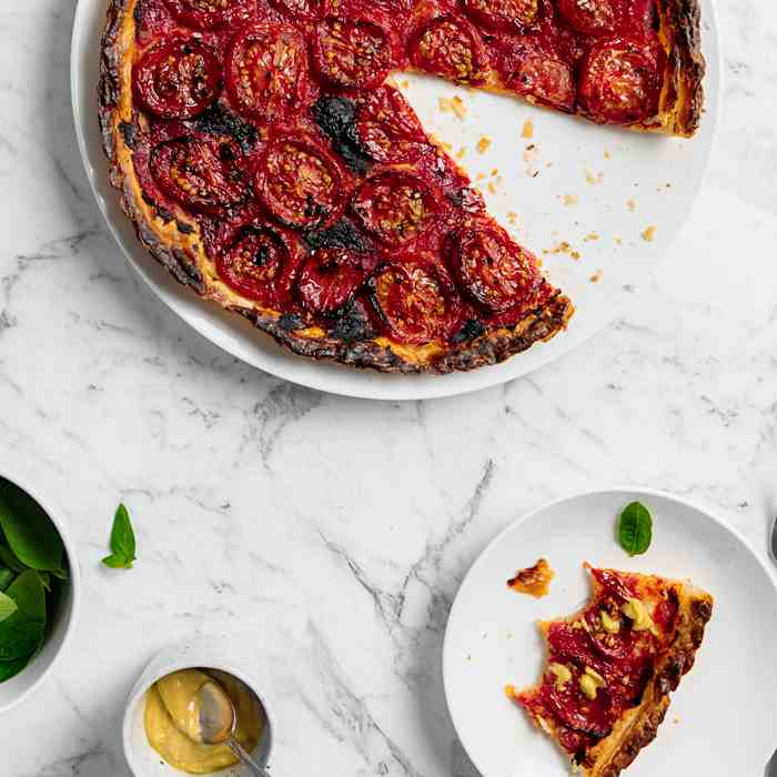 Easy Tomato Tart with Puff Pastry