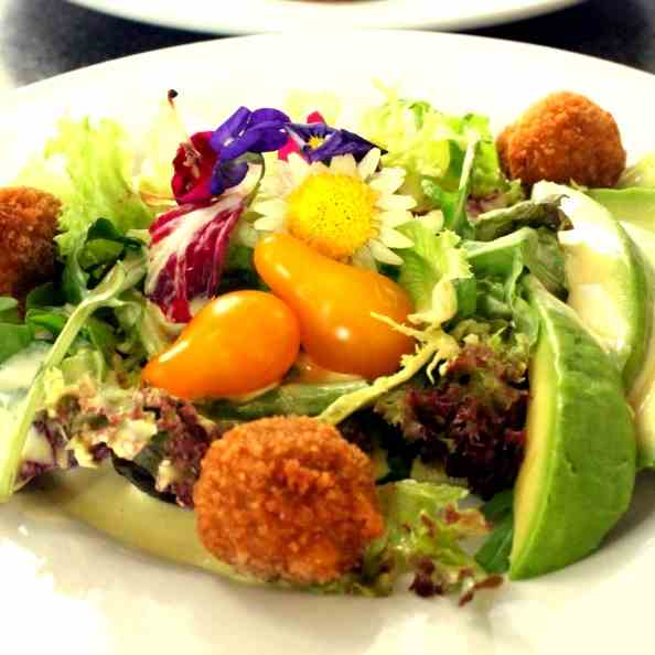 Flowery Salad with French DRessing