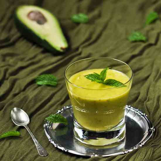 Smoothie avocado - lemon - mint