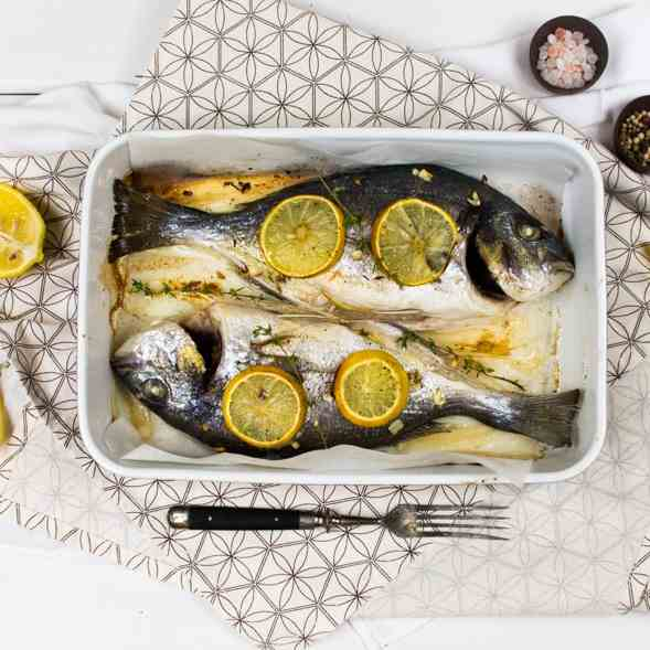 Baked sea bream with white wine