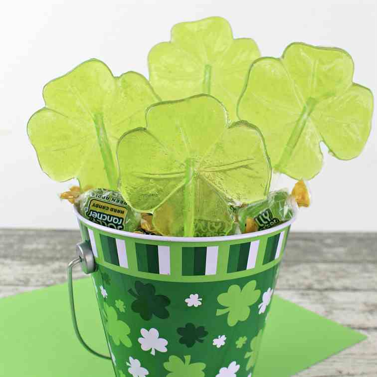 Easy Shamrock Lollipops