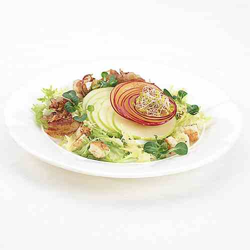 Crispy apples salad with plums and bacon