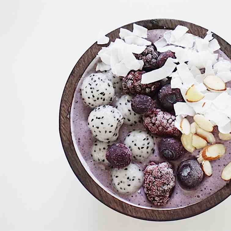 Berry Healthy Smoothie Bowl