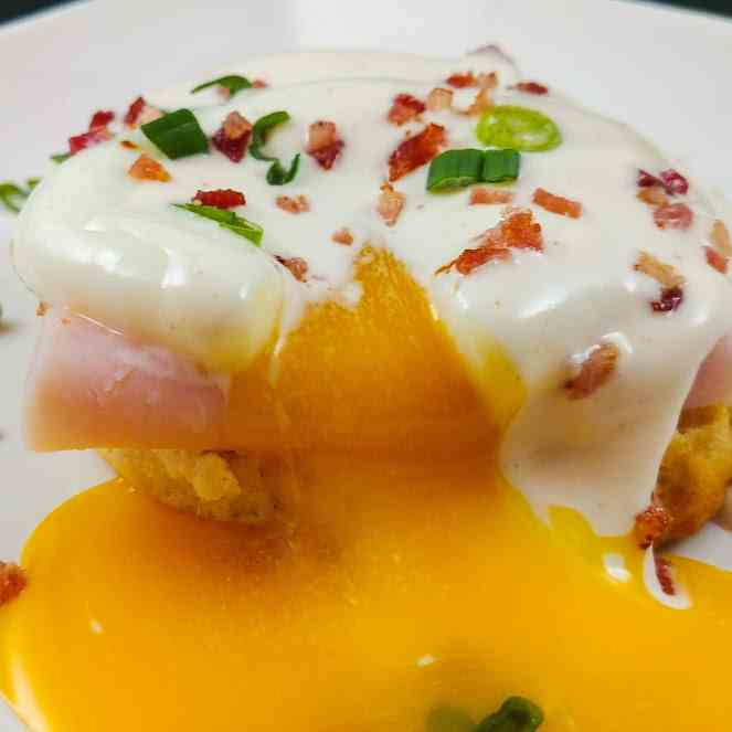 Poached Eggs with Lemony Mayo Sauce