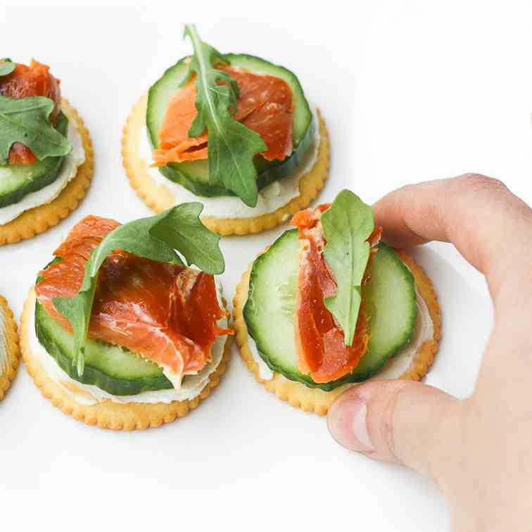 Smoked Salmon and Cream Cheese Cracker Bit