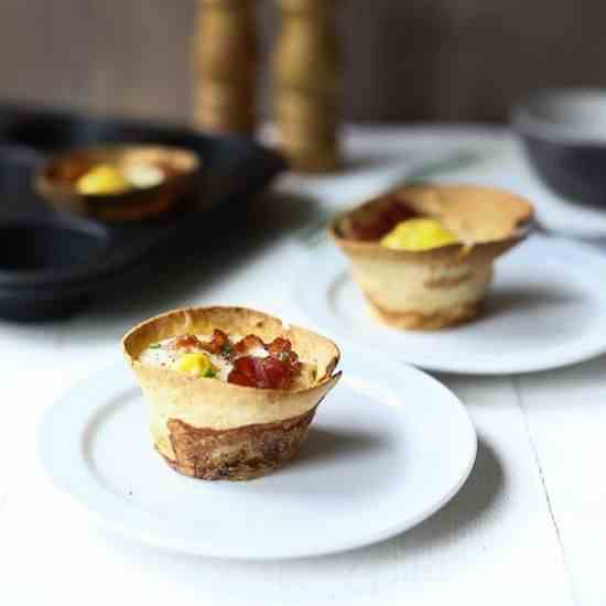 Bacon and egg breakfast tortilla cups