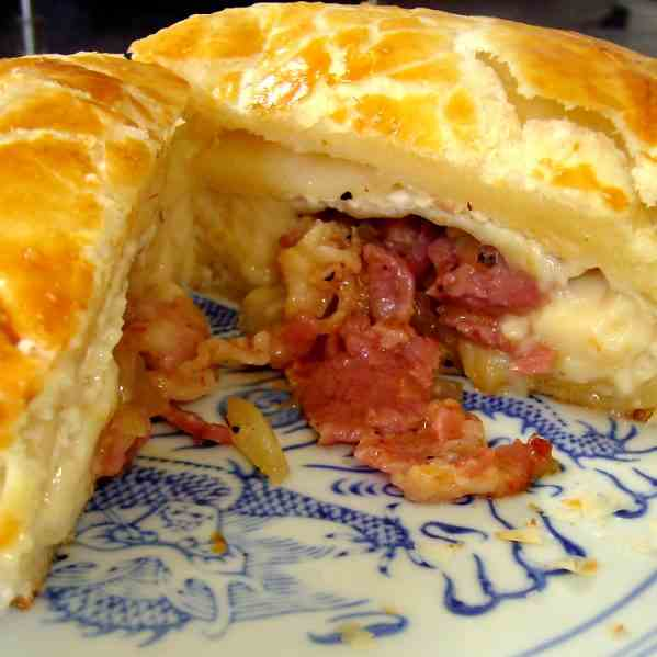 Stuffed Camembert in Puff Pastry