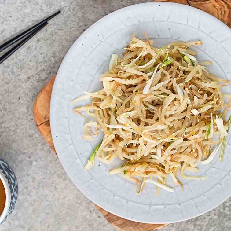 Korean-style bean sprouts salad