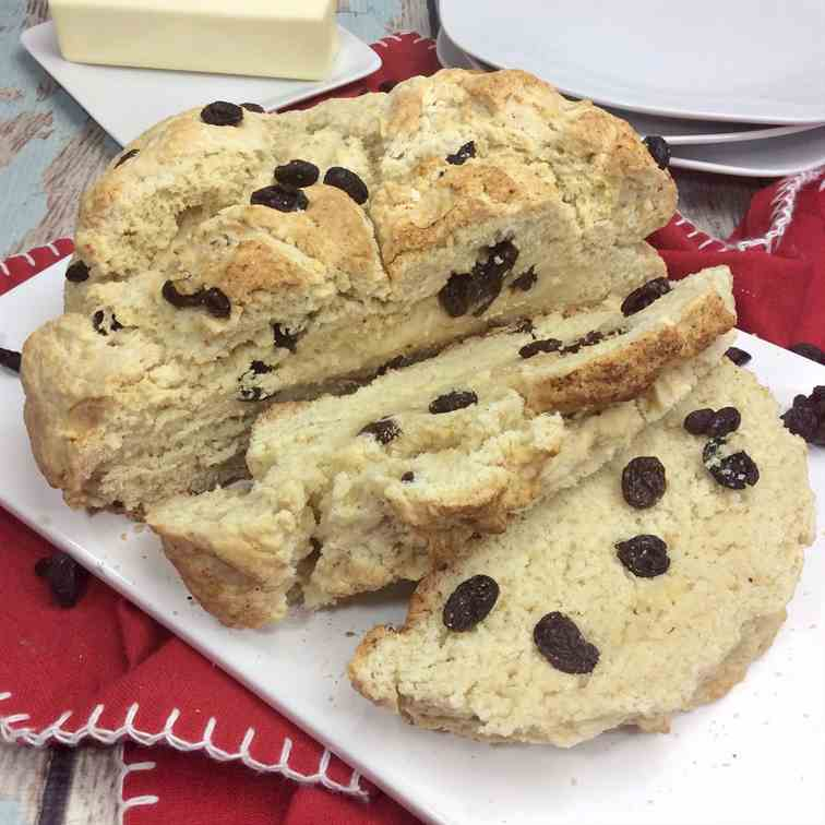 Easy Irish Soda Bread with Raisins