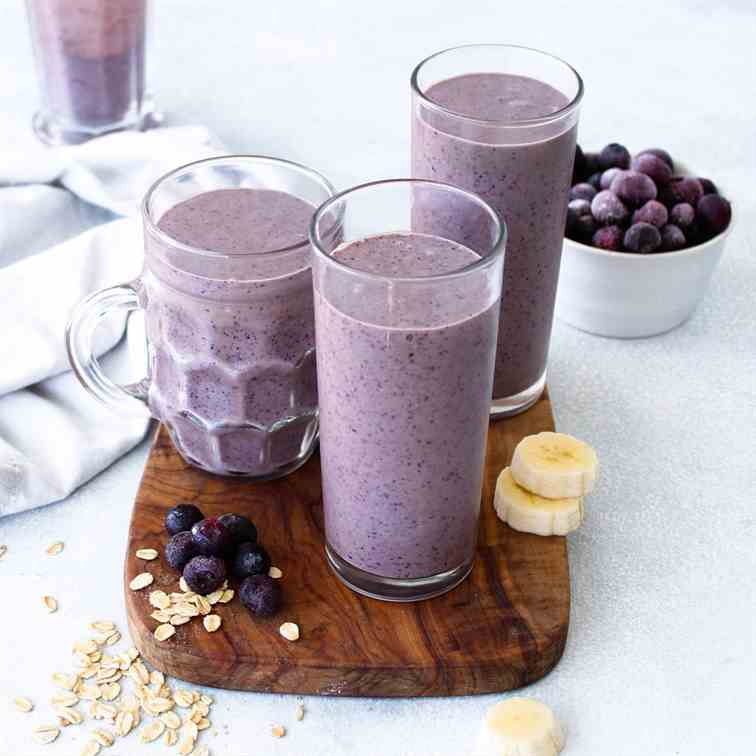 Creamy Blueberry Oatmeal Smoothie