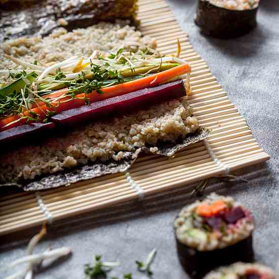 Green Spelt Sushi with beetroot