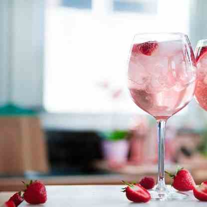 Pink Gin Prosecco Cocktail