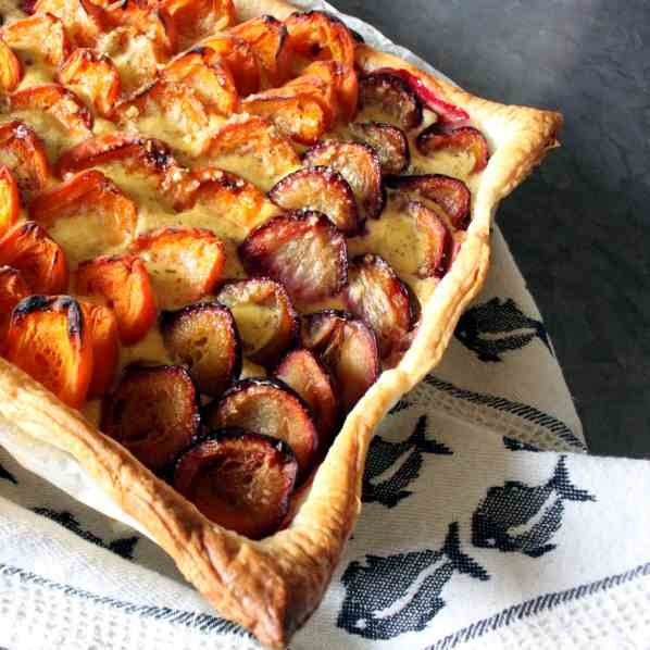 Fruit Pie with Hazelnut Topping