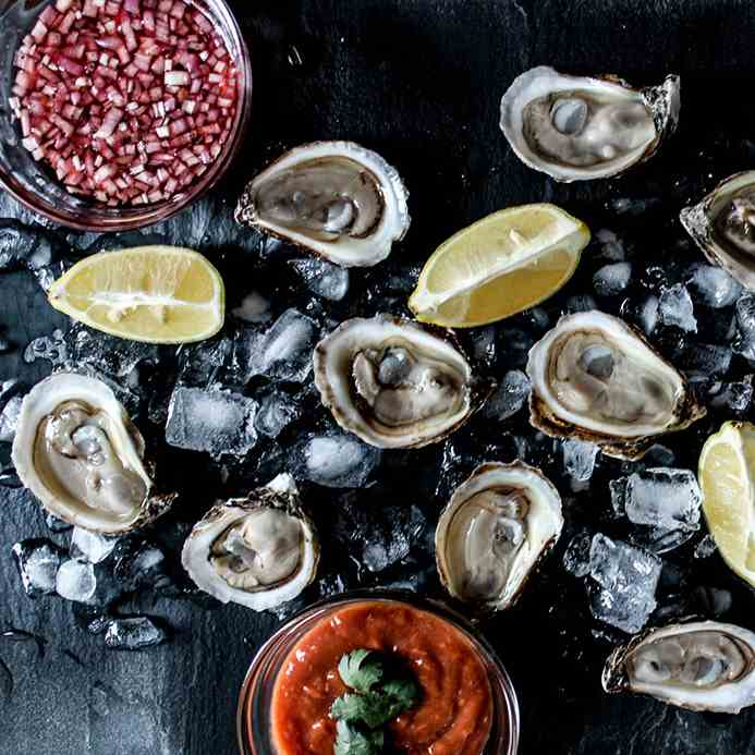 The Art of Shucking and Serving Raw Oyster