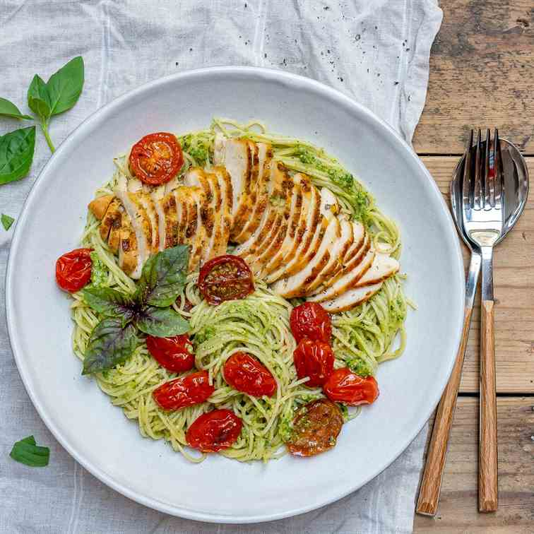 Easy Chicken Pesto Pasta With Tomatoes