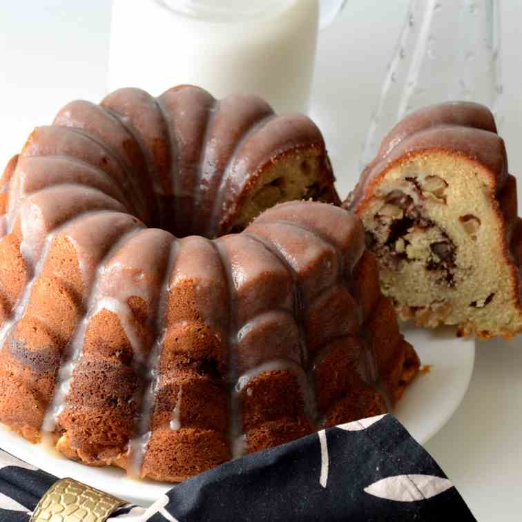 Apple and pecan cake with browned butter g