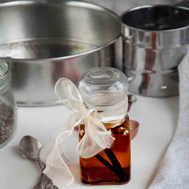Gift Idea- Homemade Vanilla Extract