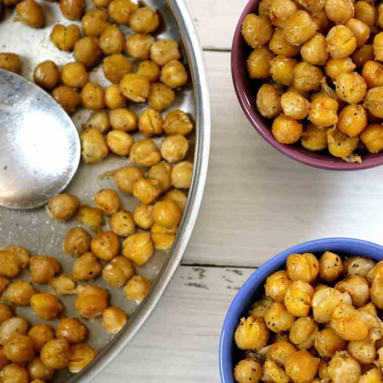 Slightly Spicy Crunchy Chickpeas