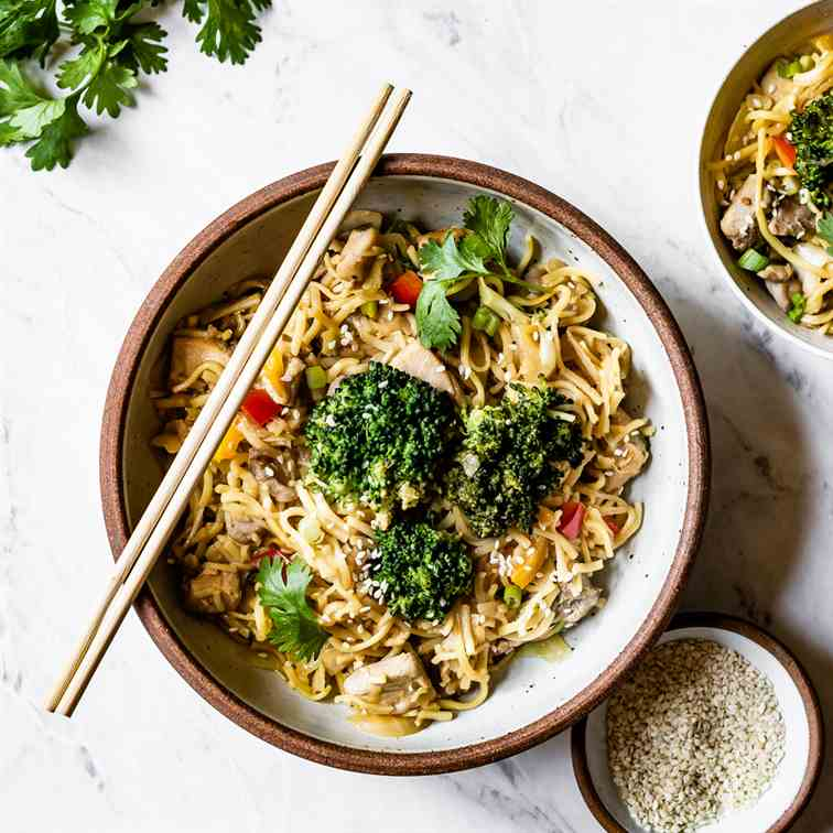 Weeknight Chicken Lo Mein Recipe