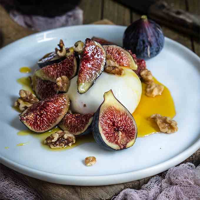 Burrata with figs, honey - salted walnuts