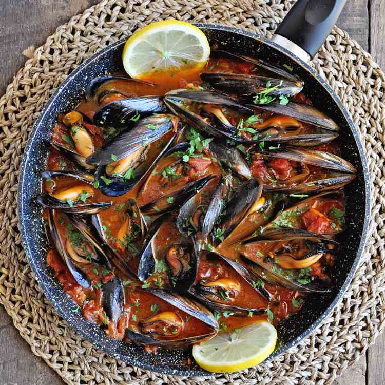 Spanish Mussels with Paprika - Tomatoes