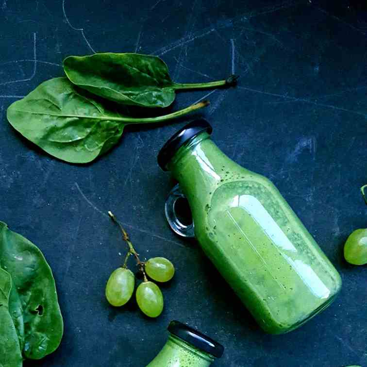 Grape-spinach smoothie