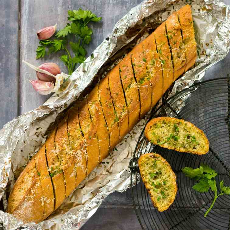 The Best Vegan Garlic Bread