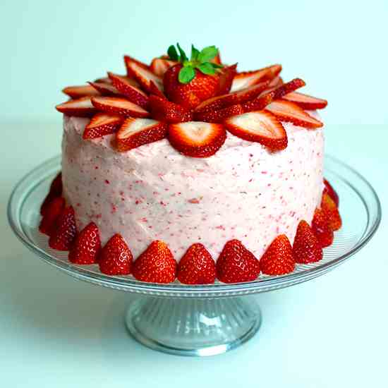 4 Layers Fresh Strawberry Cake