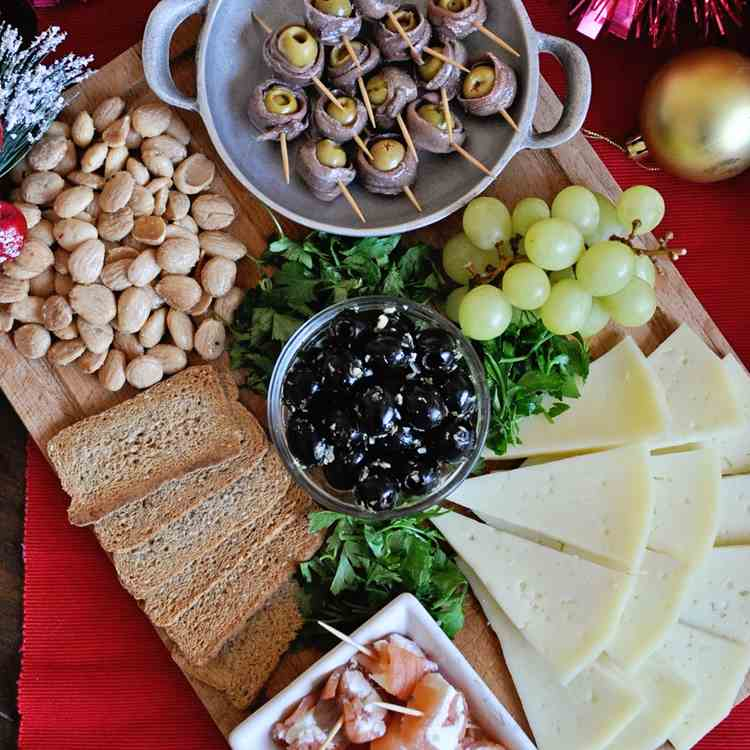 The Perfect Spanish Party Platter