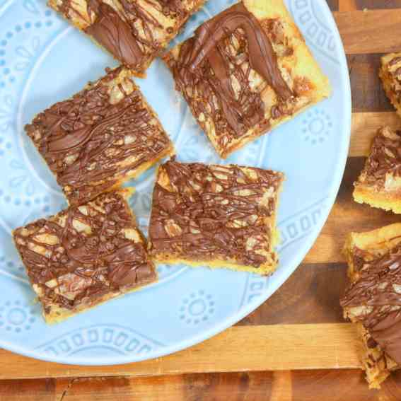 Gooey Snickers Cake Bars