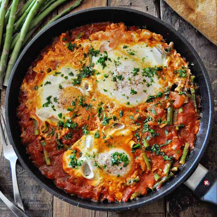 Spanish Eggs with Tomatoes - Asparagus