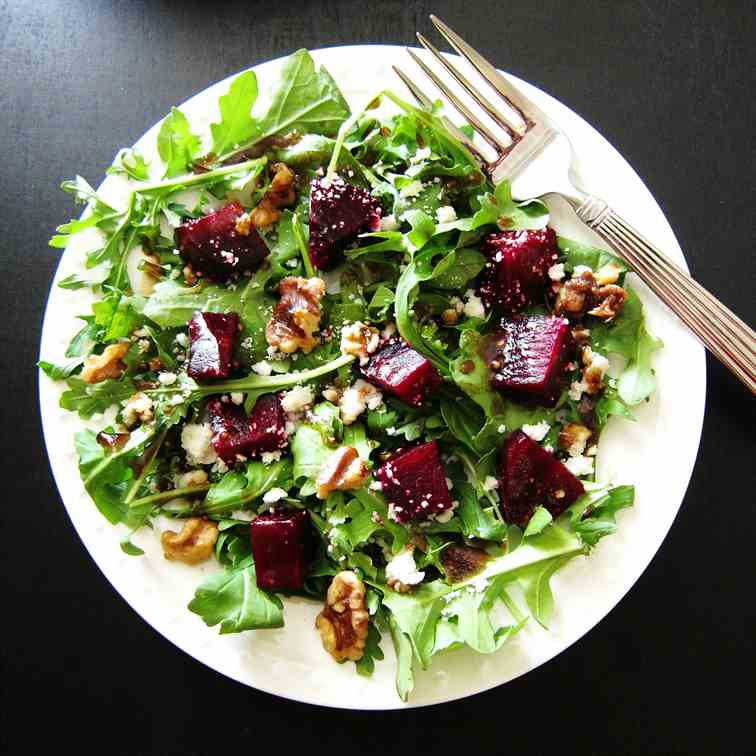 Beet Salad With Arugula, Goat Cheese