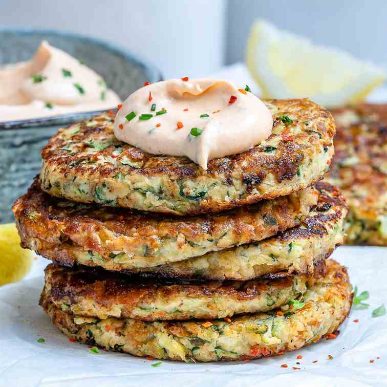 Cheesy Zucchini Fritters With Ranch Dip