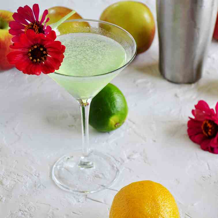 Easy Appletini Cocktail Recipe