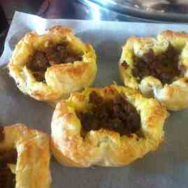 Puff pastry stuffed with meat