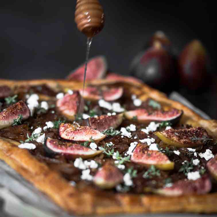 Caramelized onion tart with roasted figs