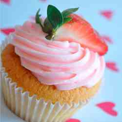 Strawberry Cupcakes with Strawberry Butter