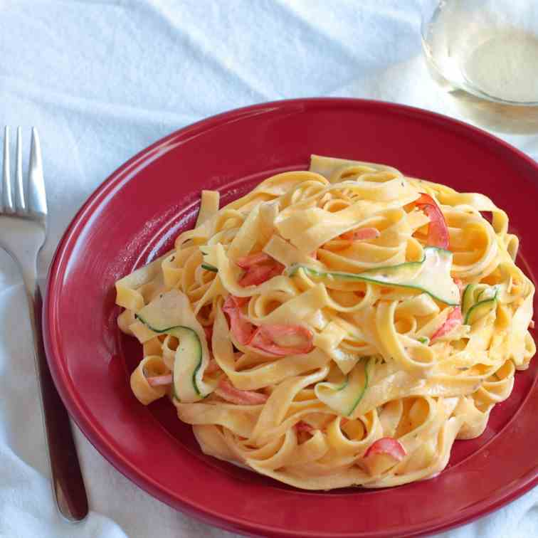Creamy Fettuccine with Vegetables Ribbons