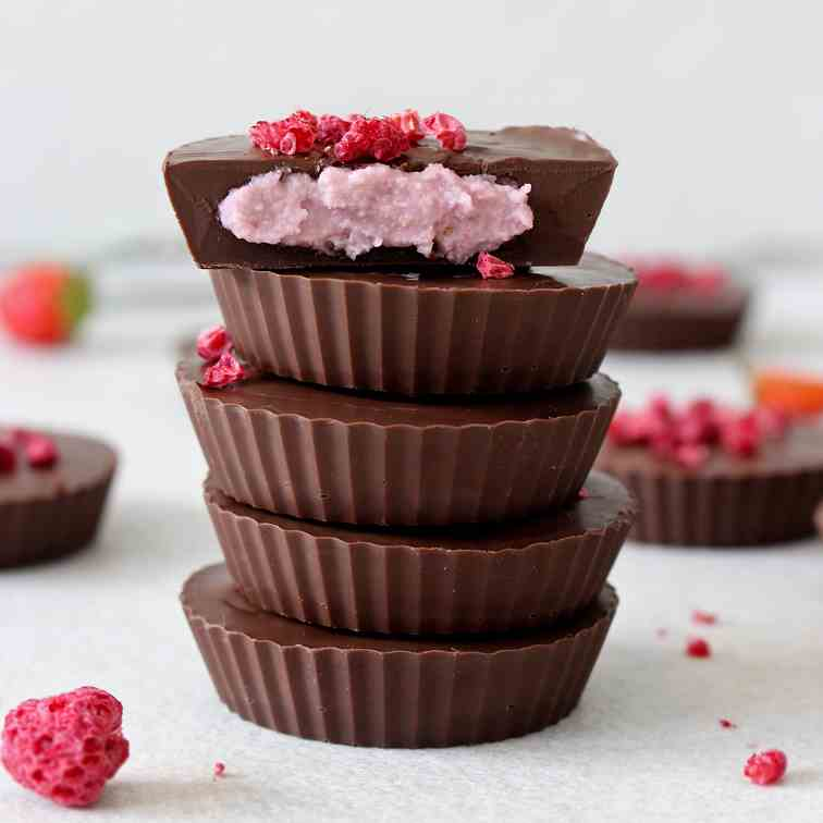 Strawberry chocolate cups