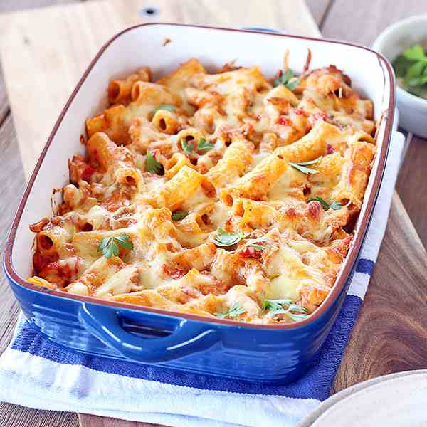 Creamy Chicken and Tomato Pesto Pasta Bake