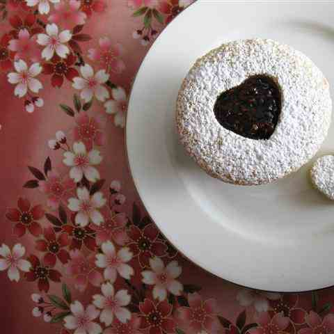Linzer Cupcakes