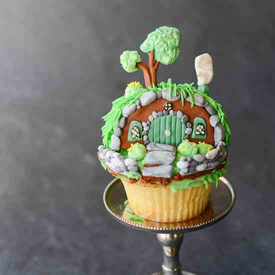Hobbit Hole Shire Cupcakes
