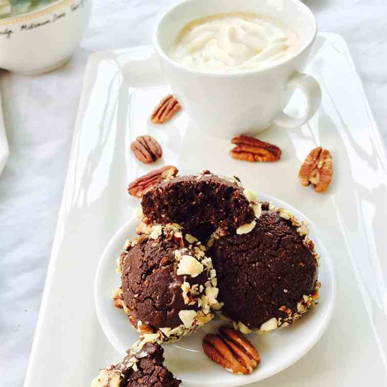 Flaxseed, cacao and pecan nuts cookies